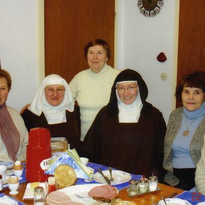 12.Su vienuolyno priore ana marija ir šeimos nariais. 2008 11 25.
