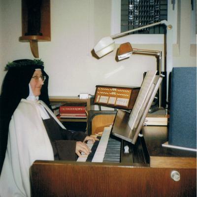14.Daiva ir Dalia Tamošaitytės augustiniečių vienuolyno bibliotekoje Spelyje, 1997 liepa.