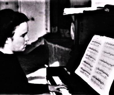 Muzikos mokytoja  G. Ručytė  Zimos mokykloje,  1950, vasaris