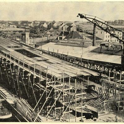 """Žurnalas """"Jūra"""" 1938 m. Nr.6.  Lindenau laivų statybos įmonėje, statomas keleivinis jūrų laivas. Mažosios Lietuvos istorijos muziejaus archyvo nuotr."""