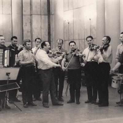 LRT kaimo kapela, su smuiku Jurgis Gaižauskas