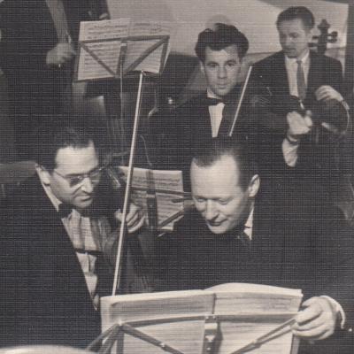 Priekyje dešinėje Jurgis Gaižauskas