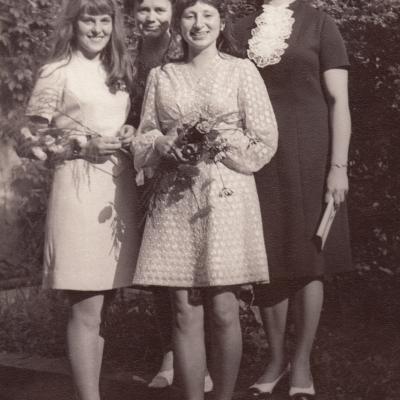 Su mokinėmis 1973 m.
