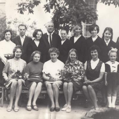Dėstytojai ir diplomantai 1973 m.