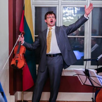 Dainuojantis Povilas Lietuvos ambasadoje