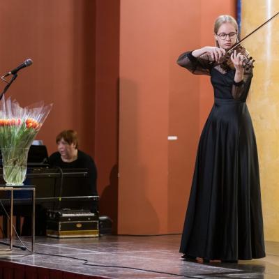 Ugnė Krikščiūnaitė ir pianistė Daiva Šulcaitė