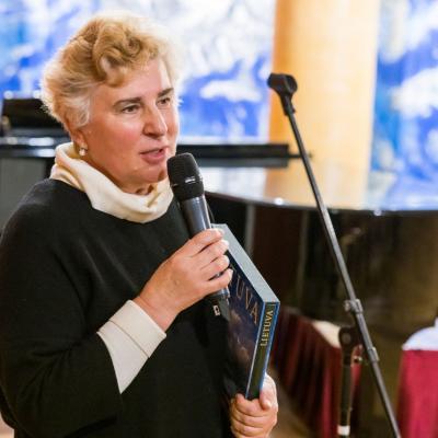 Sveikina Sauliaus Karoso labdaros ir paramos fondo direktorė prof. Ramunė Kryžauskienė