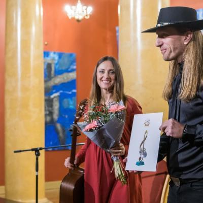 AUKSINIO DISKO 2020 laureatė folkroko grupė ŽALVARINIS – Robertas Semeniukas ir Sigita Jonynaitė