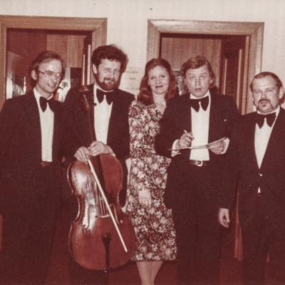 Julius Andrejevas - 4 iš kairės - su kolegomis atlikejais