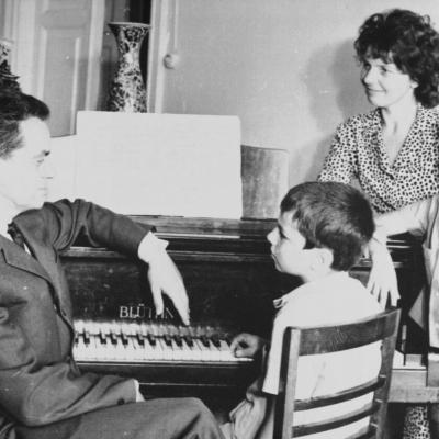 R. Geniušas su žmona I. Žemaityte ir sūnumis Petru ir Juliumi. 1970 m