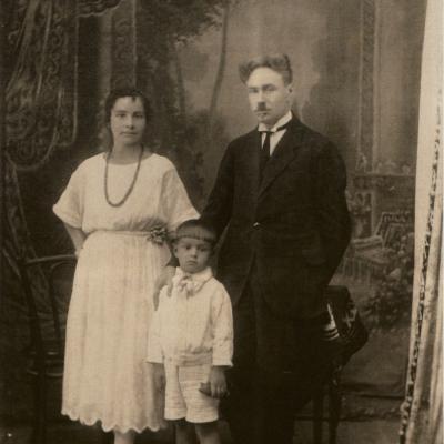 Rimas Geniušas su tėvais Stase ir Juozu Geniušais. Apie 1926 m