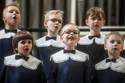 """Teatralizuotas koncertas visai šeimai """"Šventų Kalėdų šviesoje"""""""