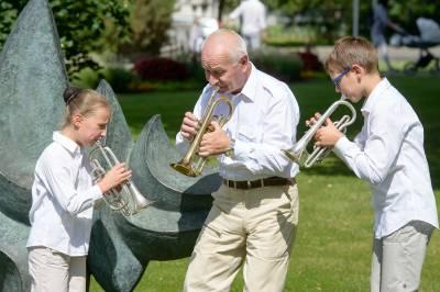 """Festivalio """"Gaidų pynė"""" muzikuojančių šeimų ansambliai dalyvavo Birštono vasaros menų akademijoje"""