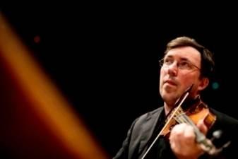 Baroko smuiko garsenybė Rodolfo Richteris atvyko į Lietuvą dirbti su studentais