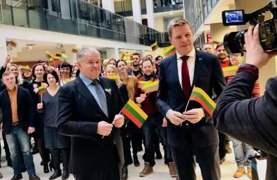 """Tautiška giesme Lietuvą sveikina Vilniaus meras ir choras """"Vilnius"""""""
