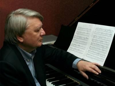 """Viktoras Riabčikovas: """"Klasikinė muzika – šviesa, kurią norima išjungti"""""""