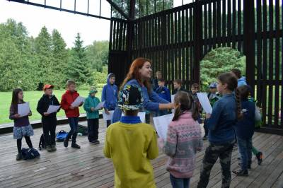 Sutartinės - edukacinė priemonė vaikams atrasti ryšį su istorija ir vieni kitais