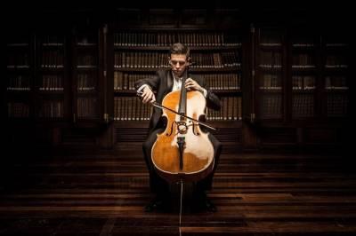 Vilniaus rotušėje – dvigubas debiutas: ispanų violončelininkas ir prabangus fortepijonas