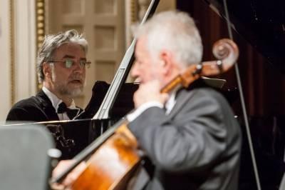 Jubiliejų švenčiantis Čiurlionio kvartetas ir pianistas Petras Geniušas nusiteikę romantiškai