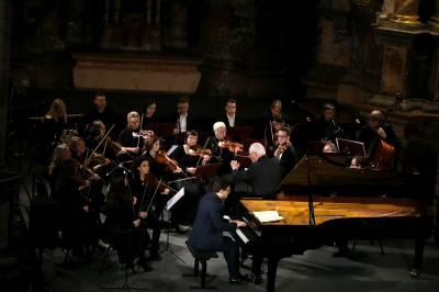 "Koncerte ""Klasikos pulsas"" - kamerinio orkestro ""Cantus"" ir solistų dialogai"