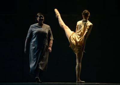 """Spektaklyje """"Amžinybė ir viena diena"""" poezija virsta jautriomis šokio kompozicijomis"""