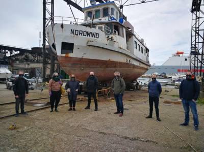 """""""Skrajojantis olandas"""": iš vandens išniręs vaiduoklių laivas """"plauks"""" pro žiūrovus"""