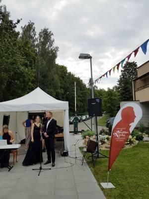 V. Noreikos dainininkų konkurso dalyviai džiugina kultūrinę atskirtį išgyvenančius Lietuvos senolius