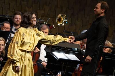 A. Grigorian pirmą kartą dainuoja diriguojant broliui Vartanui