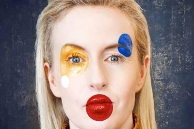"""Vilniuje laukiamas """"laukine mergina"""" tituluojamos originaliosios kompozitorės, dainininkės, improvizatorės Jennifer Walshe pasirodymas"""