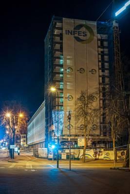 Muzikinis teatras miestui dovanoja šviesą