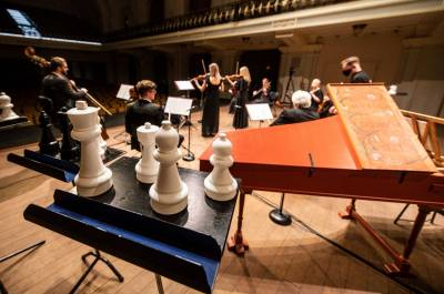 Šachmatai, Neringa ir įžanga į vasarą Filharmonijos scenoje