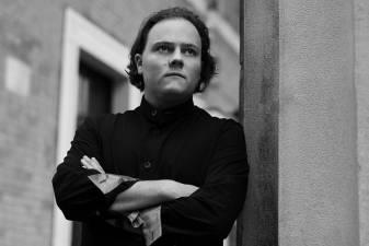 Festivalio GAIDA pradžios koncerte – kylanti britų klasikinės muzikos žvaigždė