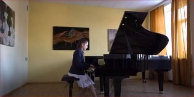 """Nuotolinis bendrojo fortepijono metodinės grupės mokinių koncertas """"Mes mylime muziką"""""""
