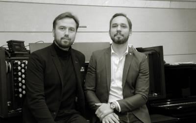 """Muzikos konkurentus J.Sakalauską ir D.Mažintą sutaikė """"Dedikacija romantizmui"""""""