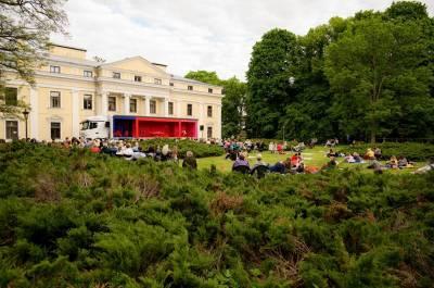 Opera skambėjo Verkių rūmų parke