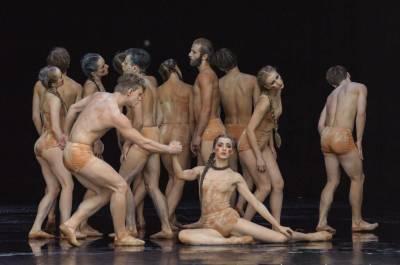 Muzikinio teatro baleto trupė Klaipėdos elinge šokio kalba pasakos apie viltį ir susitaikymą