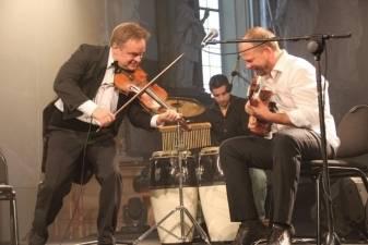 Gitaros virtuozas Aurelijus Globys: instrumentas be atlikėjo yra nieko vertas