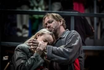 Pasaulį gelbės dvi operos solistės