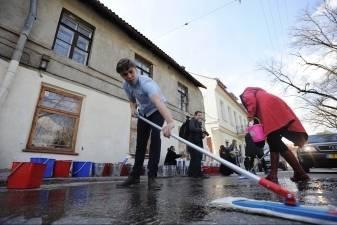 Tomo Dobrovolskio  atminimui - rankomis nuplauta gatvė