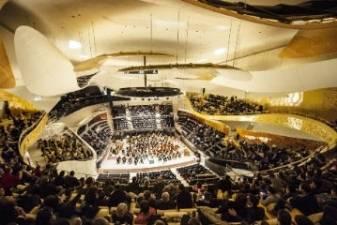 Paryžiaus filharmonijos atidarymas arba istorija apie kažką nauja, sena ir skolinta