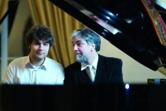 Scenoje su Lietuvos valstybiniu simfoniniu orkestru – Petras ir Lukas Geniušai
