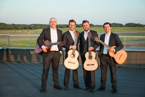 Baltijos gitarų kvartetas filmavosi Vilniaus oro uoste