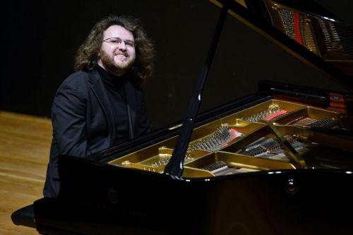 Gintaras Januševičius skambins G. Gershwino koncertą fortepijonui ir orkestrui