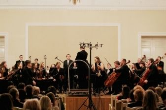 LMTA simfoninio orkestro turas:  didingasis L. van Beethovenas, charizmatiškasis V. Gerulaitis ir labdaros idėjos