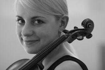 Simfoniniame vakare – Lalo ir Brahmsas, Kuznecovaitė ir Sanderlingas
