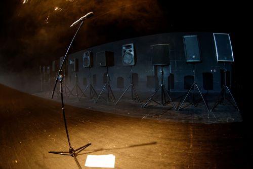 """Garso instaliacijoje-performanse """"Olympian Machine"""" – intriguojantis atminties tyrimas"""