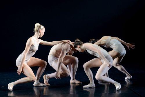 Idėjas šokiui pakuždėjo irF. Nietzsche, ir Šnabždesių galerija
