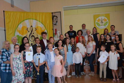 """Festivalio """"Gaidų pynė'2019"""" Muzikuojančių šeimų vasaros mokyklos pedagogai dosniai dalinosi ansamblinio muzikavimo paslaptimis"""