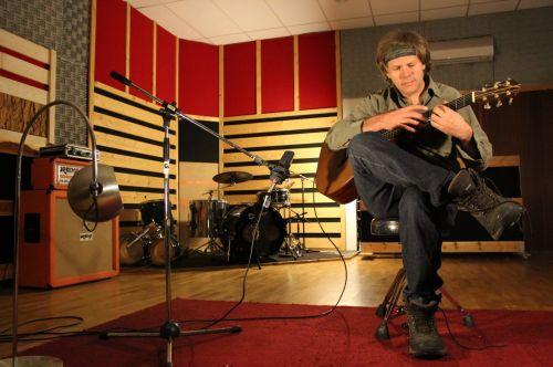 Brazilijos gitaristas ištobulino perkusinį grojimą pirštais