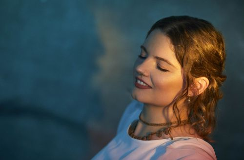 """Atlikėjos Eglės Sirvydytės naujienos klausytojams – naujas albumas bei sceninis vardas """"Purnamasi Yogamaya"""""""